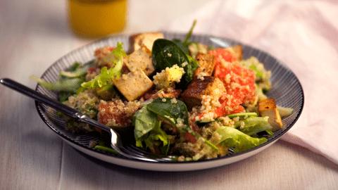 Tofu-kvinoasalaatti