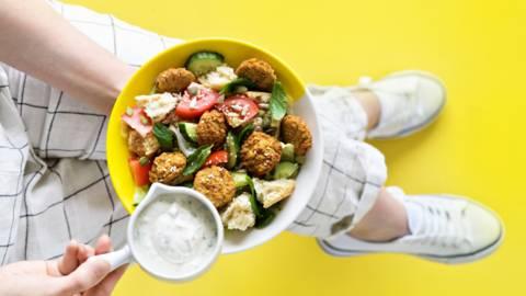 Nopea falafelsalaatti