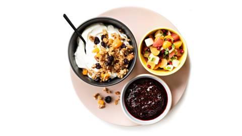 Lisukkeet maustamattomalle jogurtille