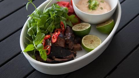 Machomo - Pulled beefiä savuschilikreemillä meksikolaisittain