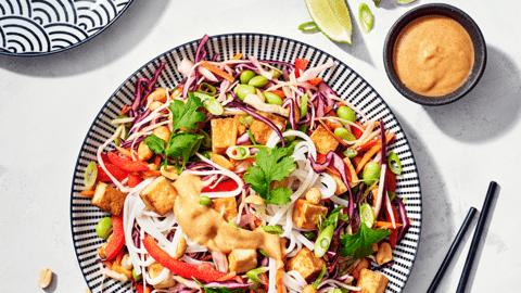 Vegaaninen thaisalaattikulho