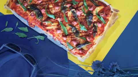 Pikapizza raakamakkarasta