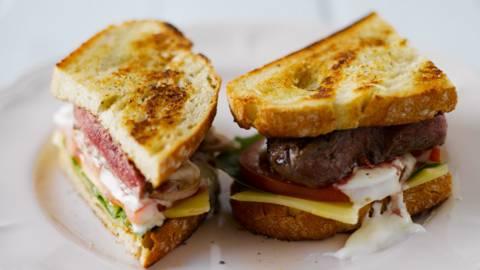 Steak Sandwich grillissä