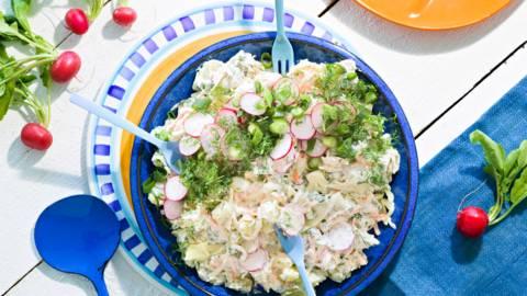Mehevä perunasalaatti coleslaw'lla