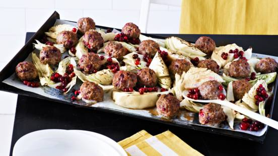 Pikaversio kaalilaatikosta: kaali-lihapullapelti