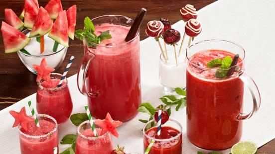 Alkoholittomat mansikkamargaritat ja melonijuoma