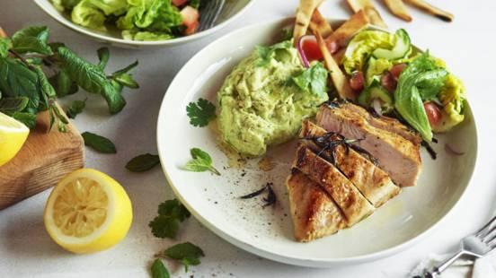 Kana-fattoush ja avokadohummusta