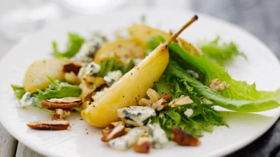 Sinihomejuusto-päärynäsalaatti