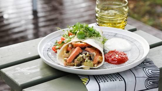 Kalatäytteiset tortillat