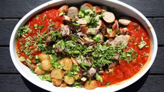Currywurst makkaraperunapannu