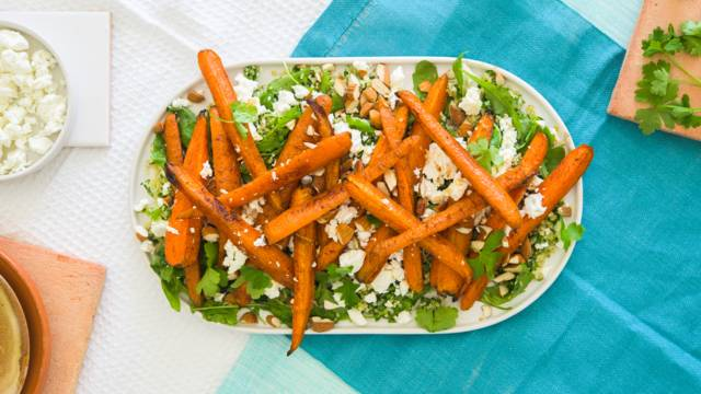 Fetasalaatti paahdetuilla porkkanoilla