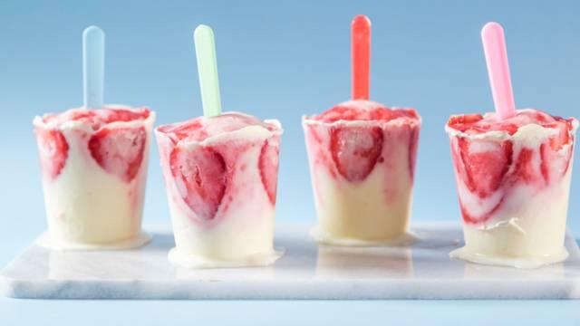 Sitruuna-mansikka jogurttijäätelöt