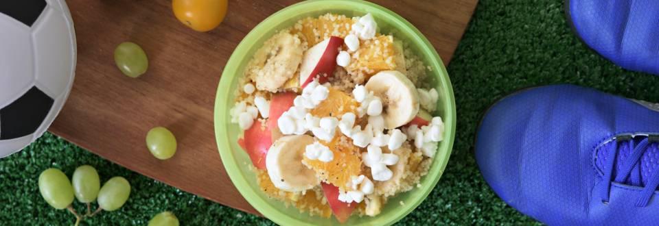 Ruokaisa hedelmäsalaatti couscousilla