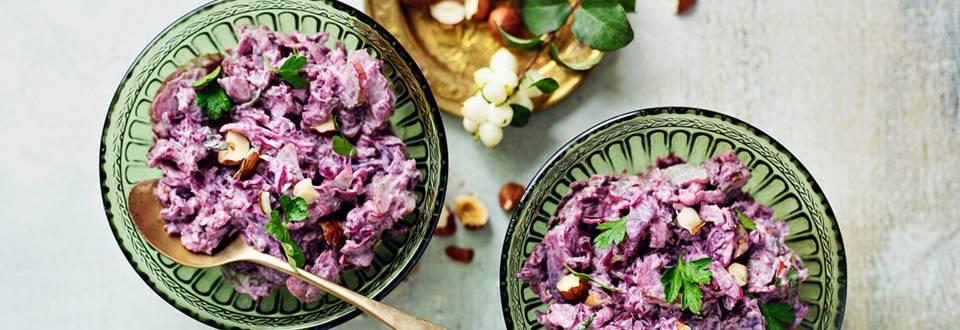 Pähkinäinen punakaalisalaatti