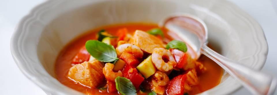 Tomaattinen lohi-katkarapukeitto