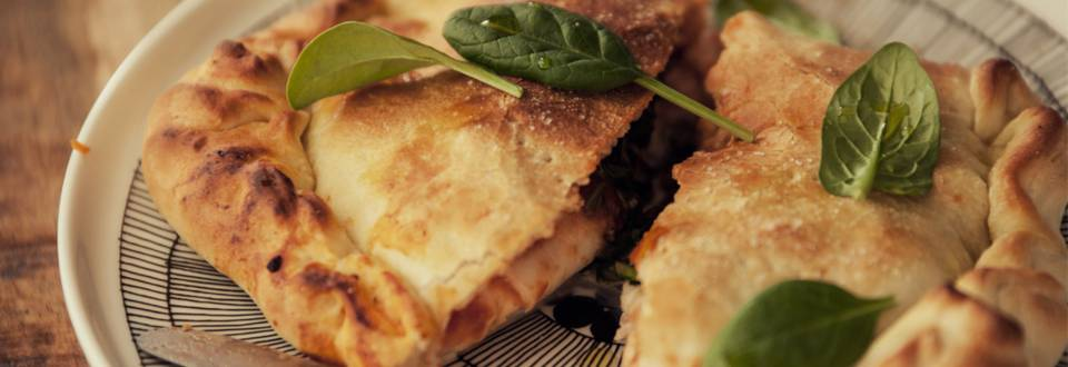 Pinaatti-lohi pizza calzone