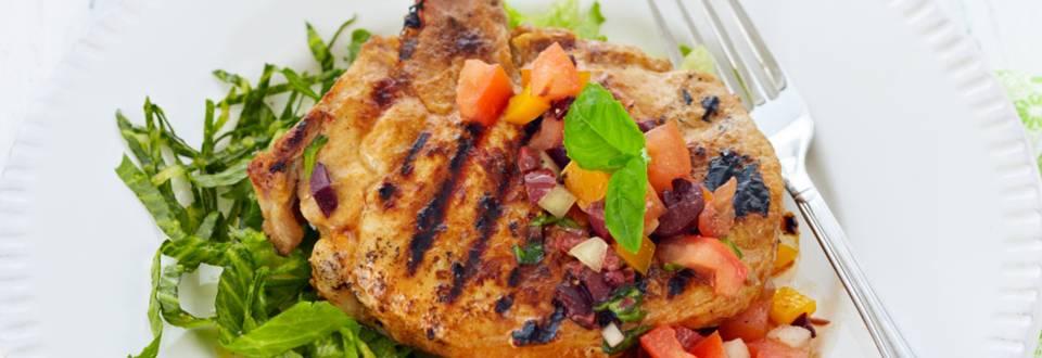 Grillatut bbq-possunkyljykset ja tomaatti-oliivisalsa