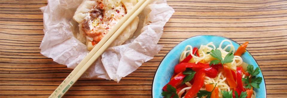 Itämaiset turska-lohinyytit ja lämmin nuudelisalaatti