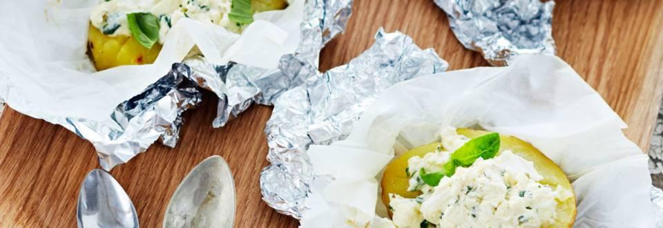 Grillatut perunat ja vuohenjuusto-yrttitäyte