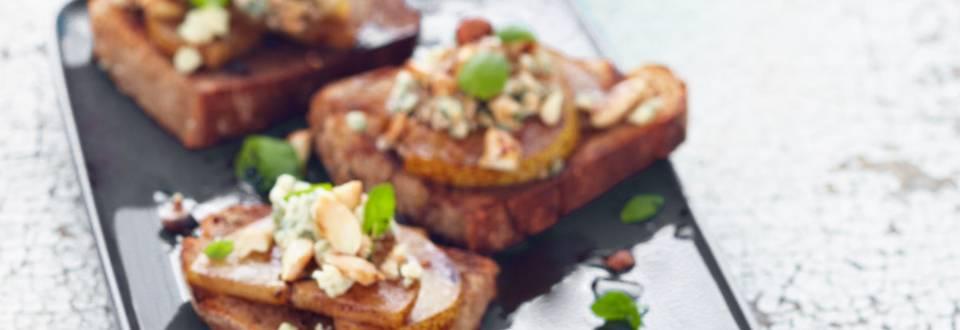 Grillattu päärynä-sinihomejuustoleipä