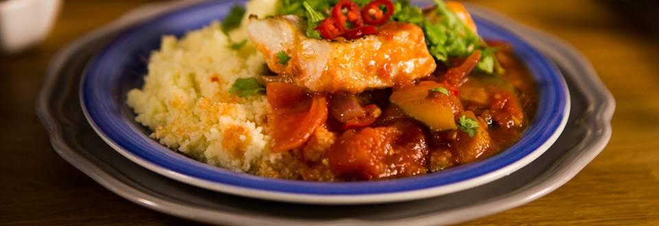 Kalaa tomaattipedillä ja couscousia