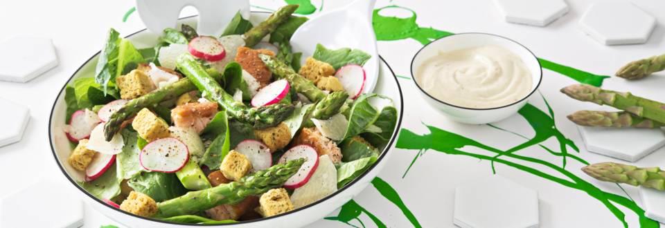 Caesar-salaatti parsalla